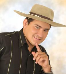 Contratar Dalmiro Cuellar (011)47404843 Onnix Entretenimientos