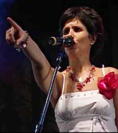 Contratar Julieta Caputo (011-4740-4843) Onnix Entretenimientos