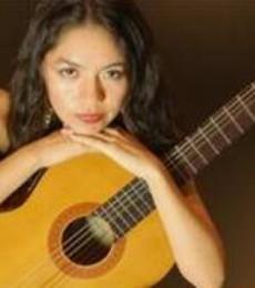 Contratar Daniela Toro (011-4740-4843) Onnix Entretenimientos