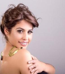 Contratar Paola Arias  (011-4740-4843) Onnix Entretenimientos