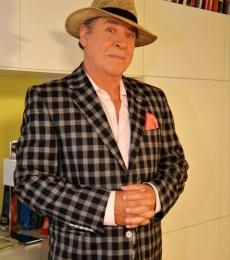 Contratar Arturo Puig (011-4740-4843) Onnix Entretenimientos