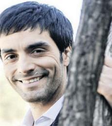 Contratar Adrian Navarro (011-4740-4843) Onnix Entretenimientos