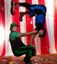 Contratar Excentrico Circo Gira La Brujula(011) 4740 4843 Onnix Entretenimientos