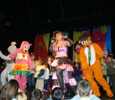 Mufy-cantando-con-mama-representante-christian-manzanelli-mufy-cantando-con-mama-contrataciones-shows-espectaculos – Copia