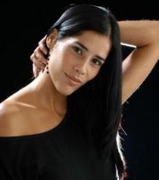 Contratar Gianella Neyra (011-4740-4843) Onnix Entretenimientos