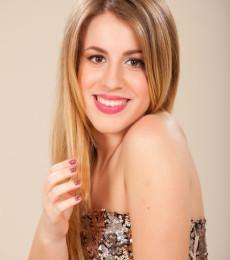 Contratar Laura Esquivel (011-4740-4843) Onnix Entretenimientos