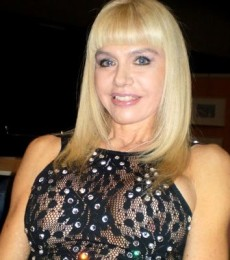 Contratar Adriana Aguirre (011-4740-4843) Onnix Entretenimientos