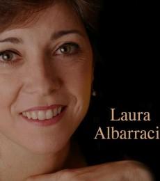 Contratar A Laura Albarracin (011)47404843 Onnix Entretenimientos
