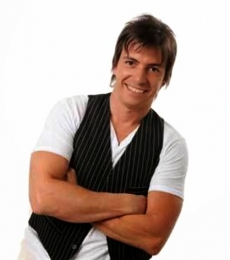 Contratar Luis Piñeyro (011-4740-4843) Onnix Entretenimientos