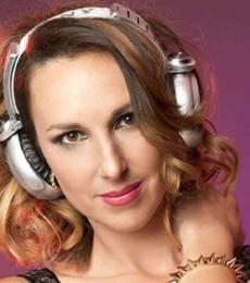 Contratar A Catarina Spinetta (011)47404843 Onnix Entretenimientos