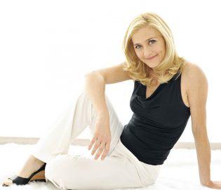 Contratar Lucila Gandolfo (011-4740-4843) O Al (011-2055-4218) Onnix Entertainment Group